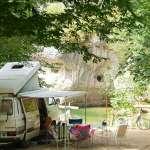 3-emplacement-bord-de-riviere-camping-la-blaquiere-gorges-du-tarn.jpg